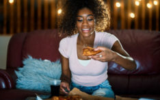 People who eat a late dinner may gain weight